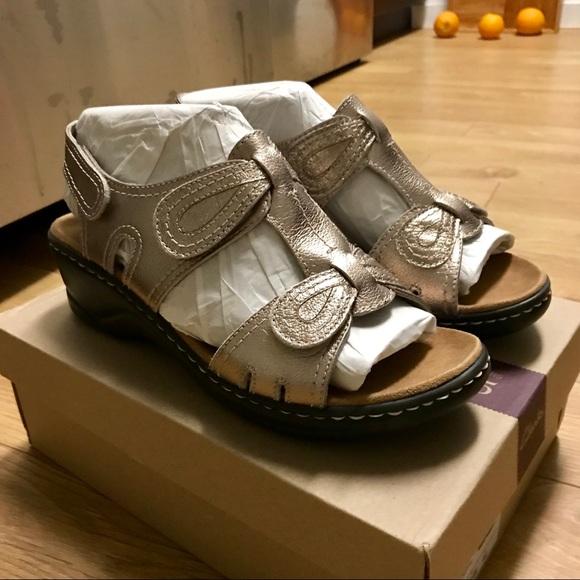 01ca49f01b46 Clarks Lexi Walnut Q Gold Metallic Sandal